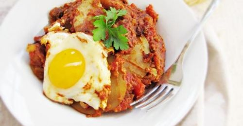 Eggs and Potatoes in Spicy Tomato Sauce
