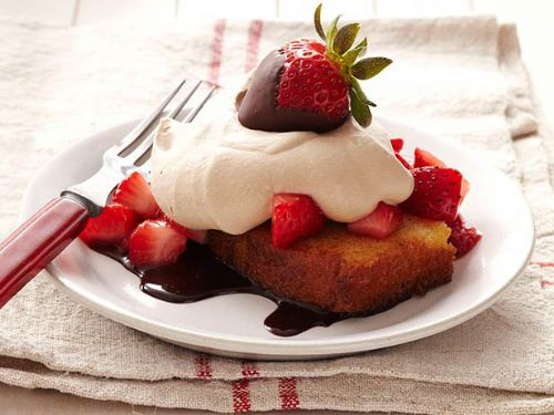 Toasted Pound Cake w/Strawberry Chocolate Cream
