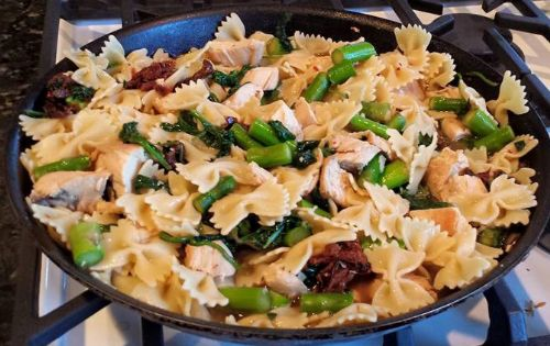 Chicken-Farfalle with Asparagus, Spinach, tomato