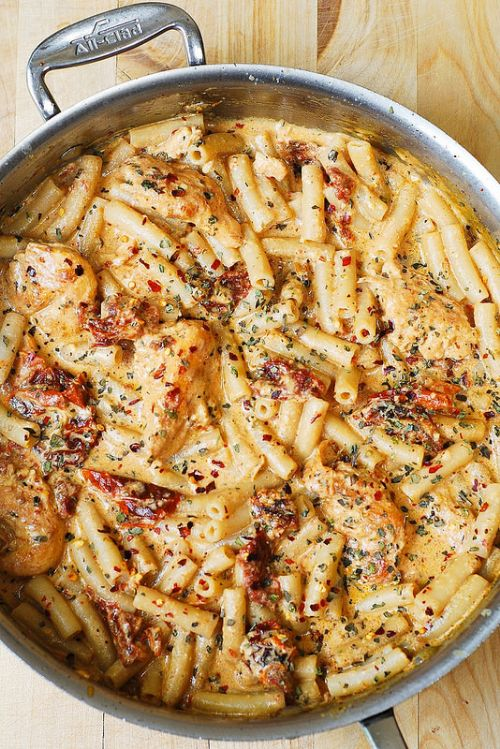 Chicken Mozzarella Pasta w/Sun Dried Tomatoes
