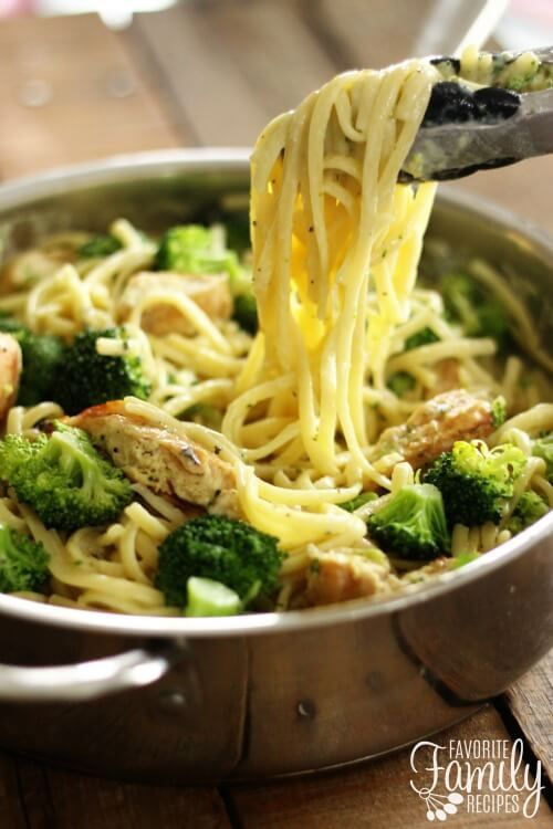 One Pot Skinny Creamy Garlic Noodles With Chicken