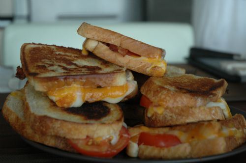 grill cheese with bacon and tomato