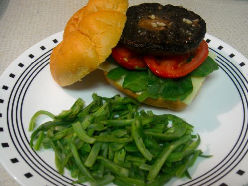 Portobello Burger (Garlic Butter Glaze)